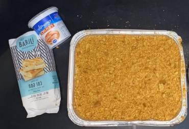 עוגת גבינה פירורים עם ריבת חלב
